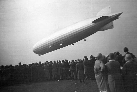 DIRIGIBLE-GRAF-ZEPPELIN