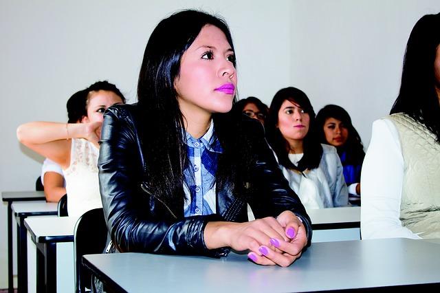 Alumnos antes de un examen
