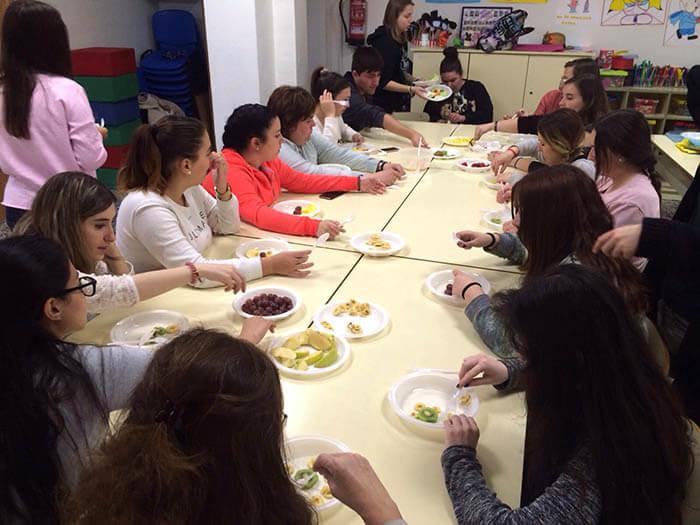 Alumnos INTER Ed. Inf. en el taller de alimentación infantil