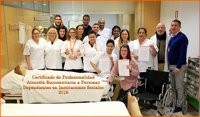 Alumnos INTER Atención sociosanitaria en su graduación