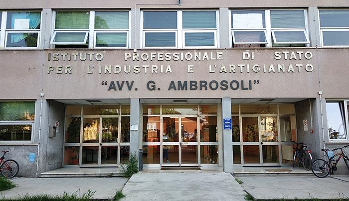 """Entrada centro """"AVV. G. Ambrosoli"""""""