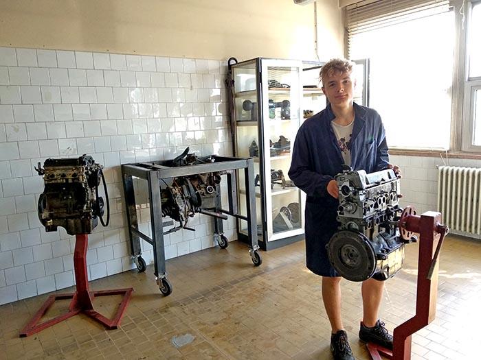 Davide, enseñándome las instalaciones del instituto de Codogno