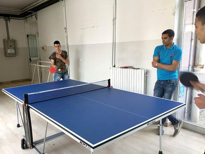 Partida de ping-pong en el instituto de Codogno