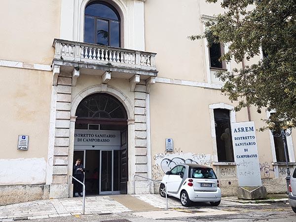 Entrada delantera al centro de salud de Campobasso)