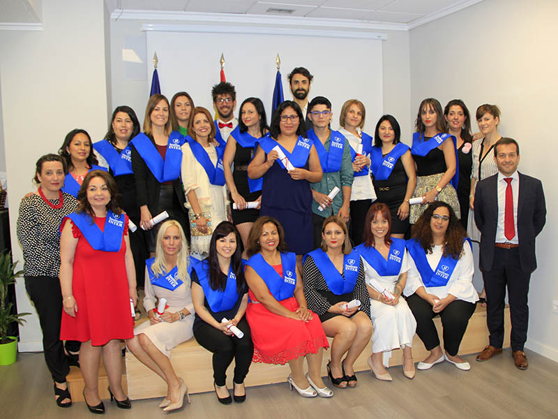 Graduación CFGM Auxiliar Enfermería Semipresenciasl Instituto INTER