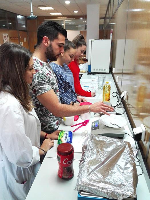 Alumnos INTER CFGS Dietética realizan taller de medidas alimentarias