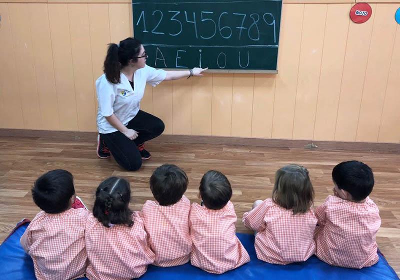 Natalia Simón, alumna Educacion Infantil Inst. INTER, en Sol i Lluna (Puzol)