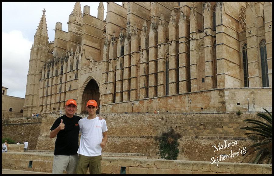 Gerardo Guaita y Marcos a las puertas de la Catedral