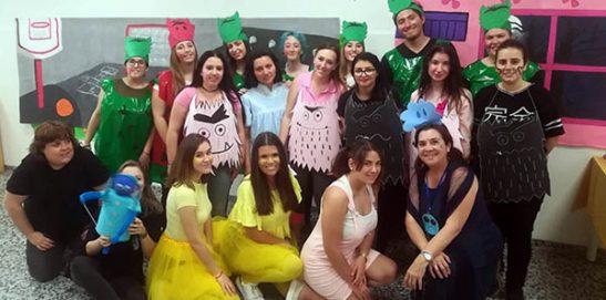 Alumnos INTER tras la representación de obra teatral infantil