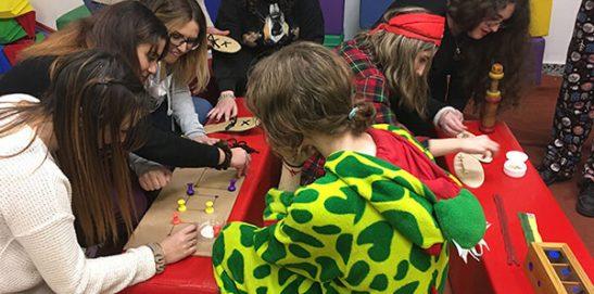 Alumnos CFGS Educación Infantil INTER realizando actividades prácticas