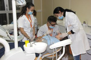 3_Clase práctica de limpieza bucodental en Instituto INTER