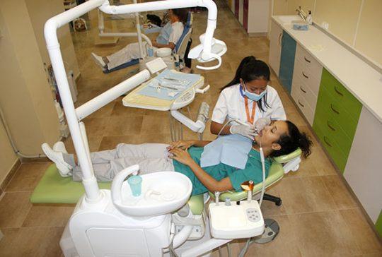 5_Clase práctica de limpieza bucodental en Instituto INTER