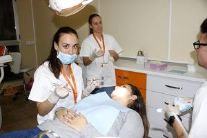 7_Clase práctica de limpieza bucodental en Instituto INTER