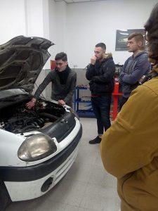 2_Alumnos en taller de mecánica INTER