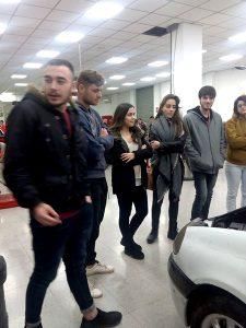 3_Alumnos en taller de mecánica INTER