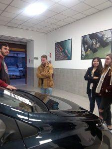 5_Alumnos en taller de mecánica INTER