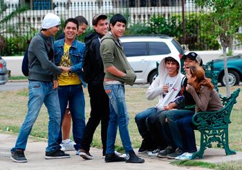Adolescentes en un parque