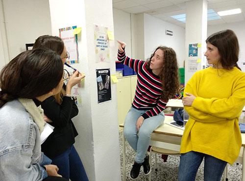 2_Alumnos CFGS Educación Infantil INTER exponiendo trabajo de FOL