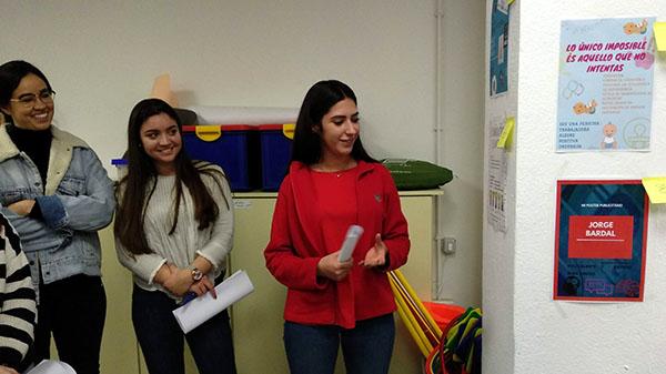 3_Alumnos CFGS Educación Infantil INTER exponiendo trabajo de FOL