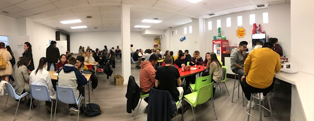 2_Alumnos INTER en la cafetería del Instituto