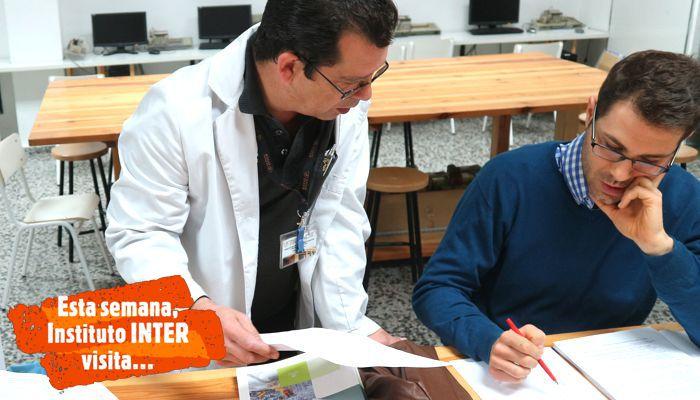 Profesor INTER con alumno