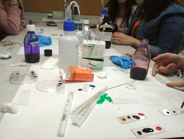 6 Alumnos CFGS Dietética I.INTER realizan prácitcas de fisiopatología en el laboratorio