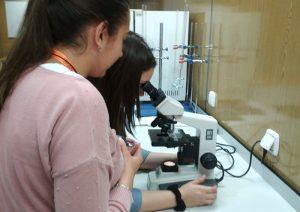 7Alumnos CFGS Dietética I.INTER realizan prácitcas de fisiopatología en el laboratorio