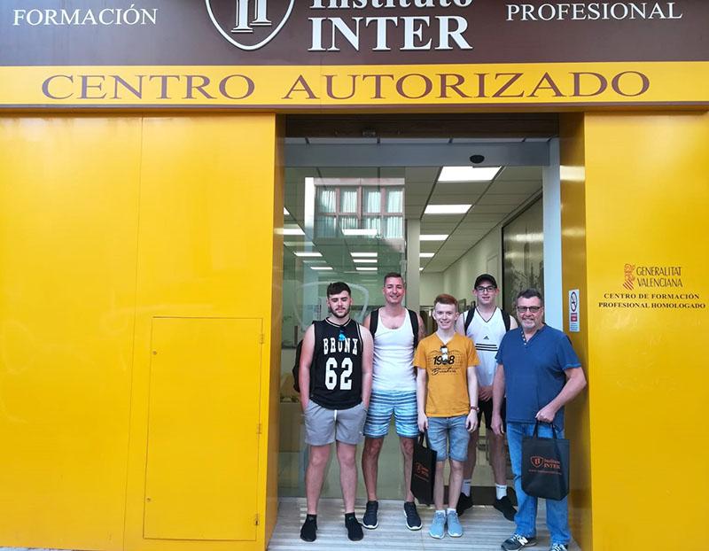 2_Alumnos de Gales estudiando Fontanería en Instituto INTER