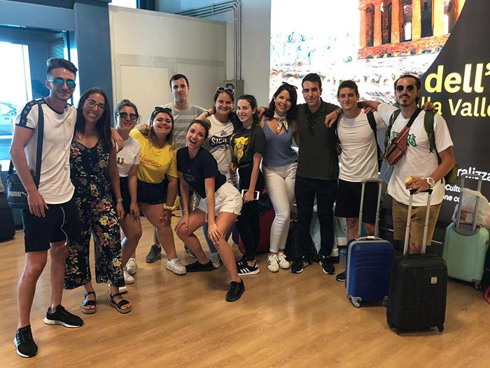 Alumnos de INTER en el aeropuerto hacia una movilidad Erasmus a Sicilia