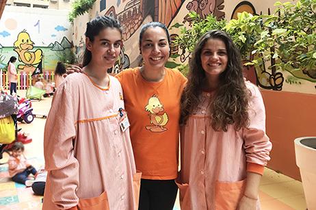 Andrea Mateu junto a compañeras de trabajo de la Escuela Infantil l'Anec