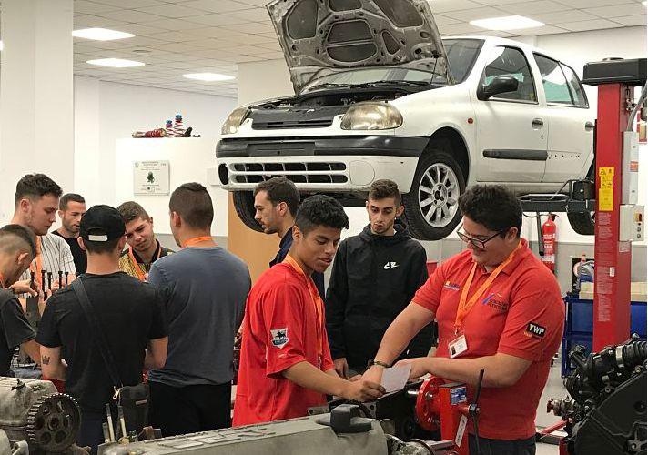Alumnos INTER Ciclo Electromecánica de Vehículos Automóviles