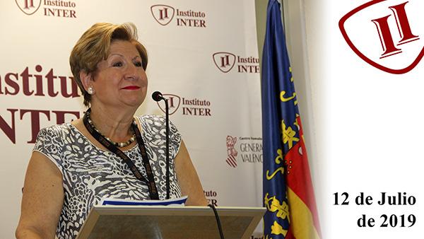 Primer plano Esperanza Minguet en el salón de actos de Instituto INTER