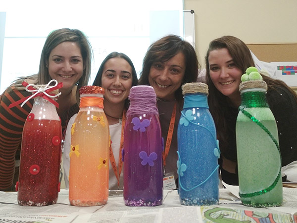 Alumnos del CFGS Higiene Bucodental en la exposición sobre salud oral