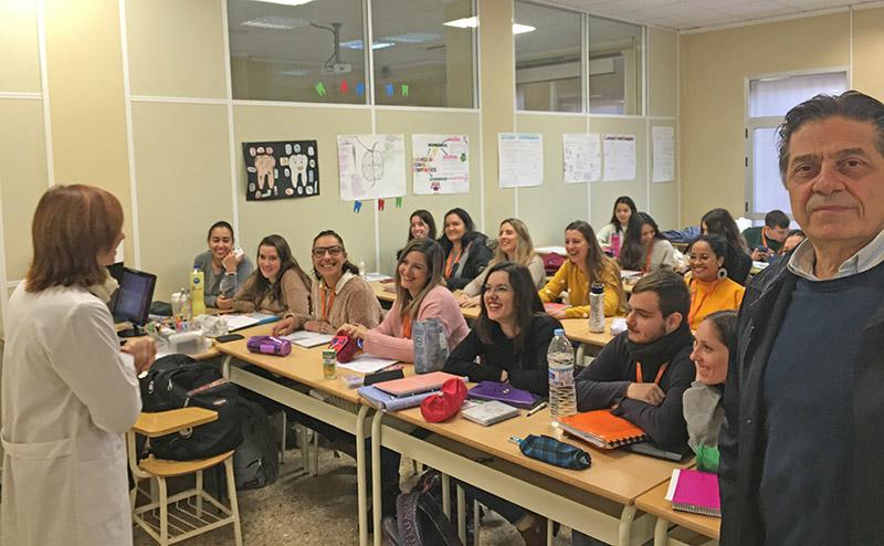 Docente italiano aprendiendo la manera de enseñar en Instituto INTER
