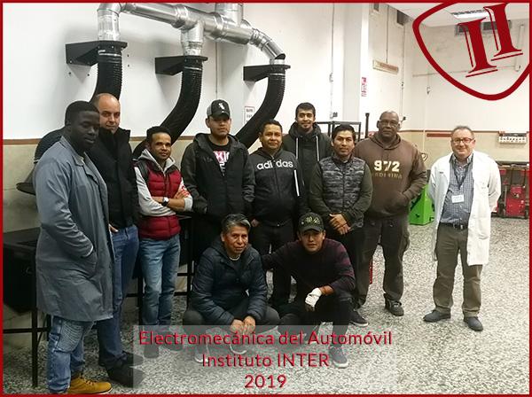Grupo de alumnos de Electromecánica del Automóvil Instituto INTER