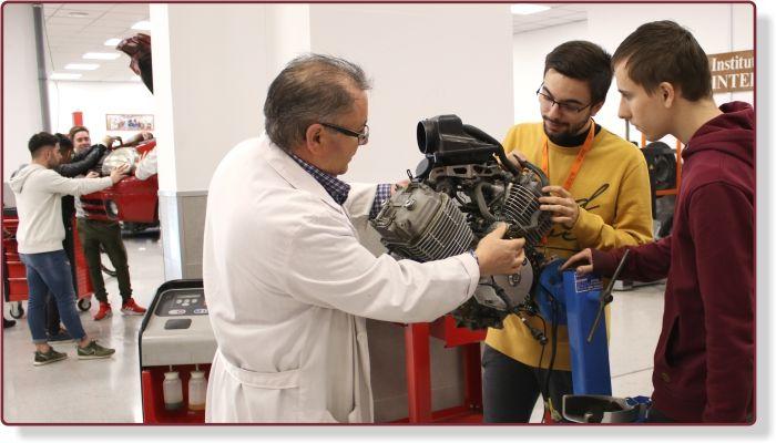 Alumnos de mecánica de Instituto INTER
