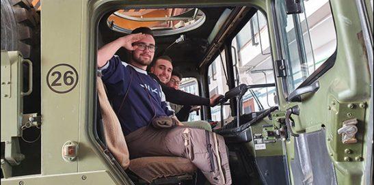 Alumnos de Mecánica visitan la Base Militar