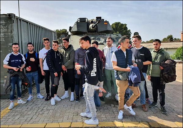 Alumnos Instituto INTER de Automoción visita base militar_6