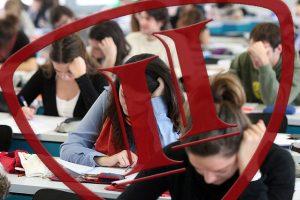 logo INTER con alumnos en aula