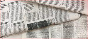 Periódico con diferentes artículos