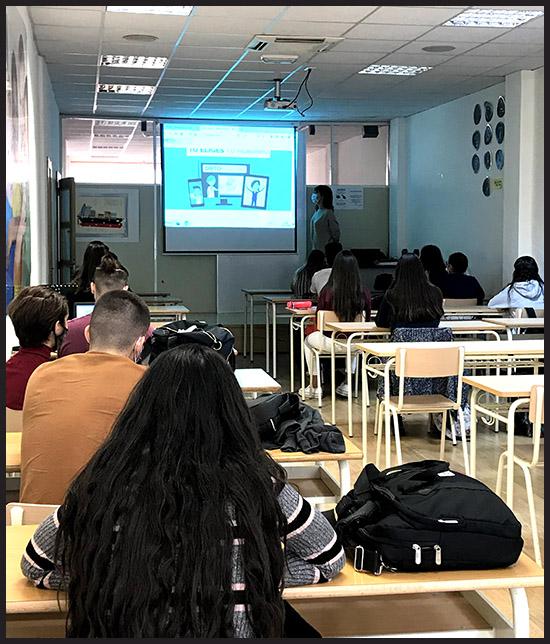 Meritxell Giménez con alumnos de Instituto INTER