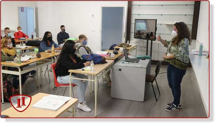 Alumnos INTER en clase teórica