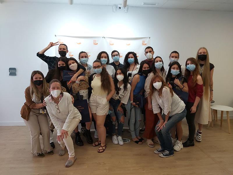 Clase de CFGS Bucodental visita Colegio Oficial Higienistas